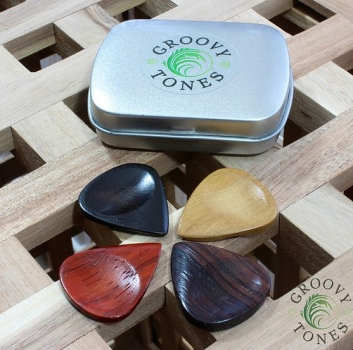 Groovy Tones Mixed Tin of 4 Holz-Picks